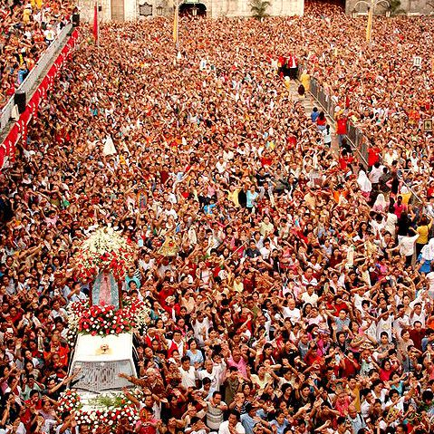 Fieles en Cebú durante la celebración del Santo Niño