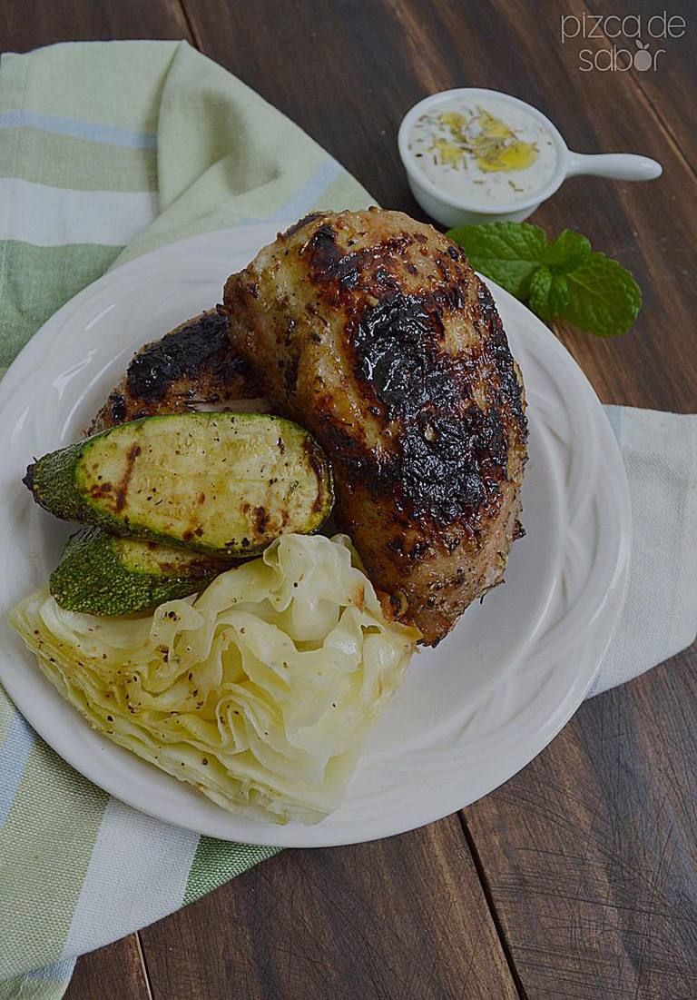 Pollo marinado con yogurt y hierbas