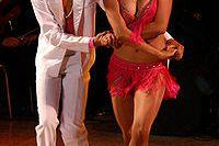 Existen distintas v ueltas en el baile de la salsa.