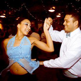El paso básico de la salsa al Estilo NY pertenece al estilo de este baile que se desarrolló en la ciudad de Nueva York. Foto © Dan Clemens