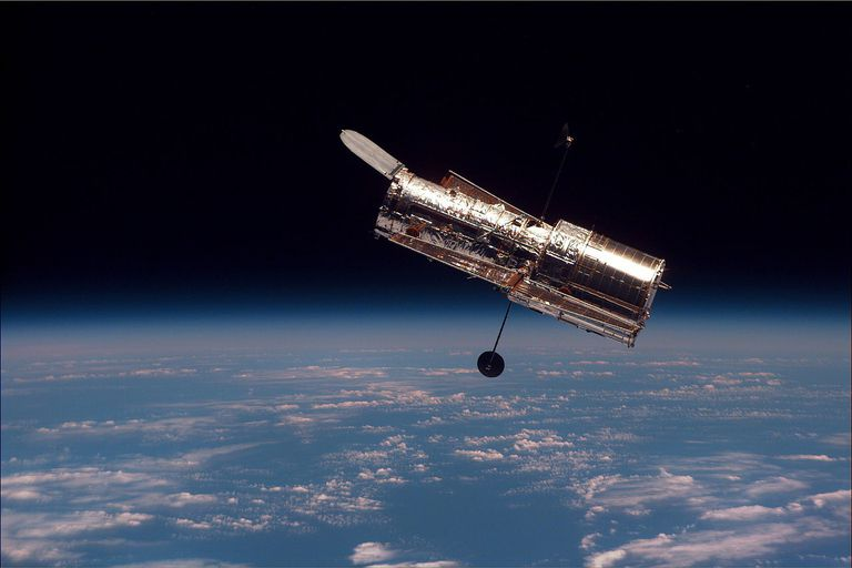 1280px-Hubble_01.jpg