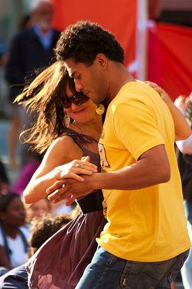 El merengue es un baile de pareja. Foto © Garry Knght