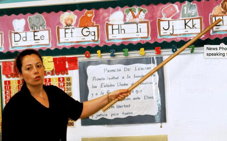 maestra en una clase