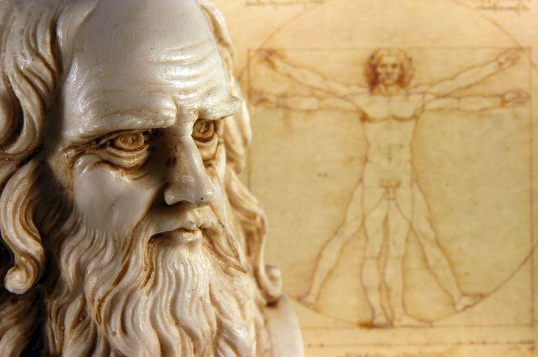 Leonardo da Vinci estatua y dibujo