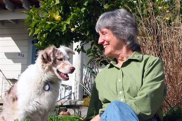 15 frases para entender el feminismo: Donna Haraway y su perro Cayenne.
