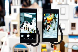 Cell phone exhibidos durante el congreso de tecnología móbil