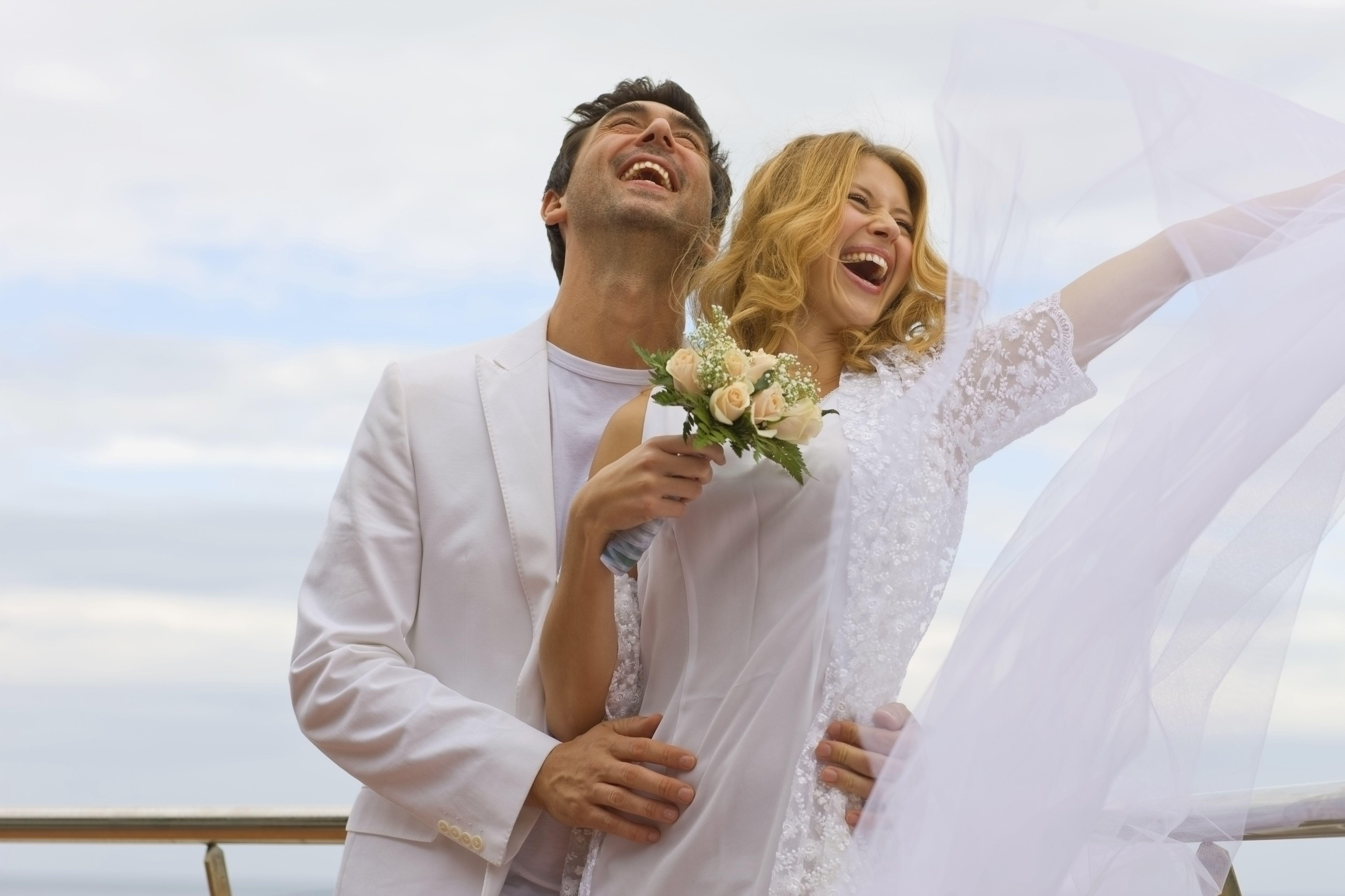 Una boda novedosa puede ser en un yate, en un globo aerostatico, en un teatro, o en un lugar especial.