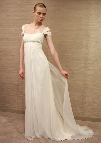 e9a050229 Los vestidos de novia con silueta tipo imperio son románticos