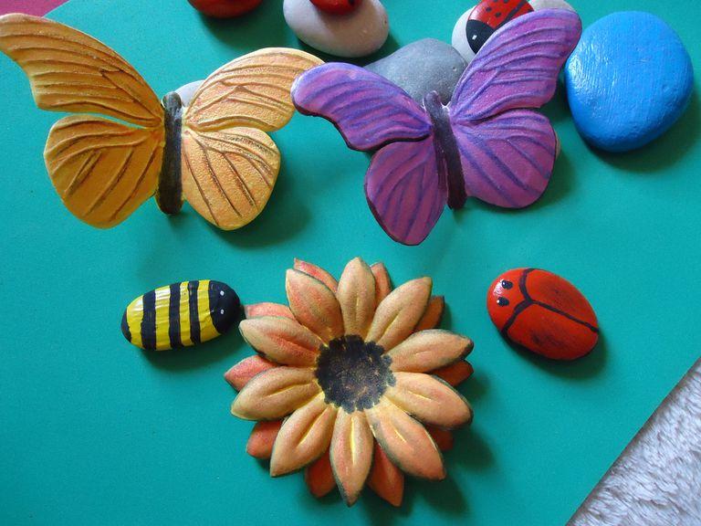 3cd74063217 Flores y mariposas con fomi termoformado.