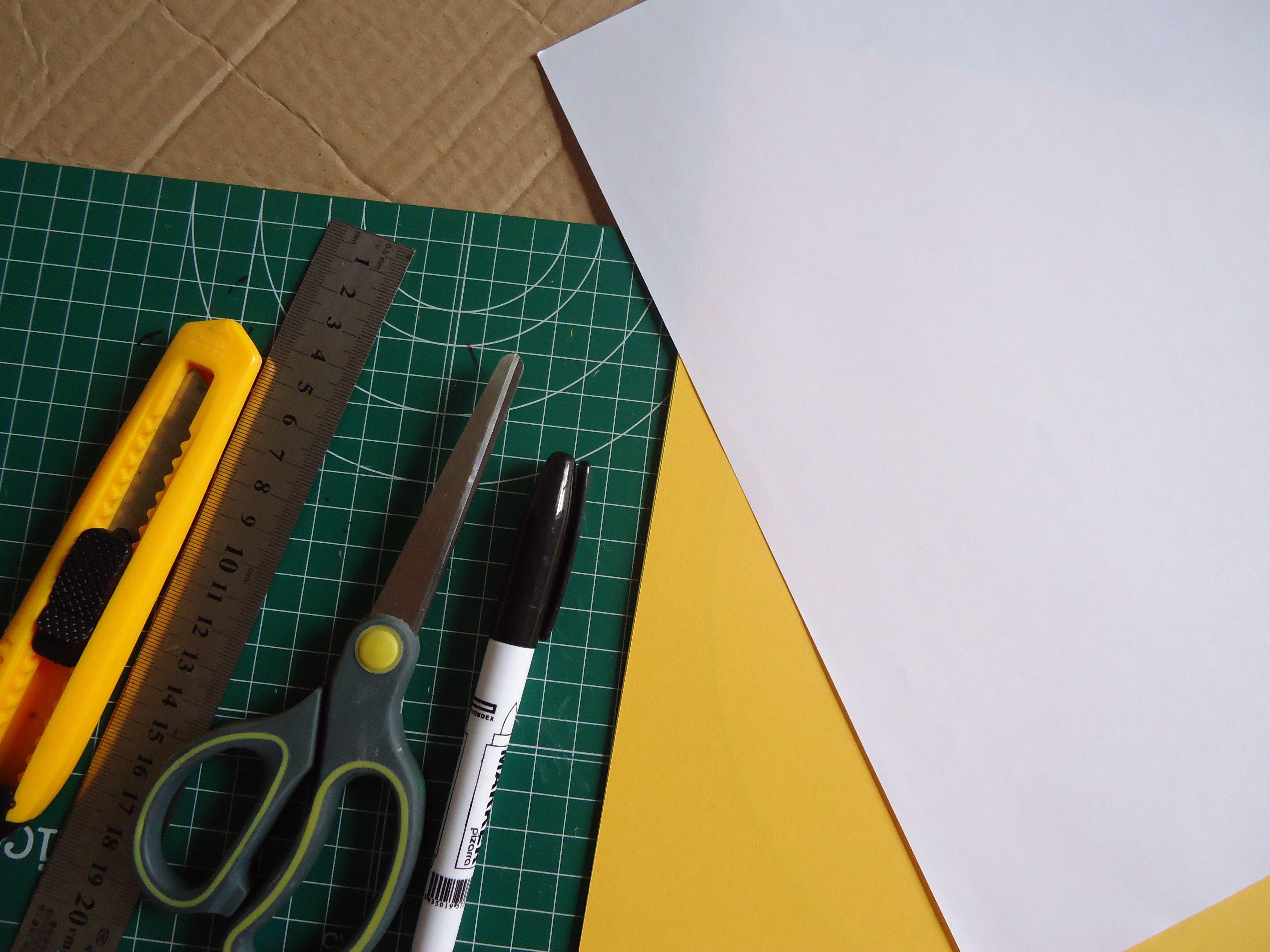 cutter, almohadilla, papel