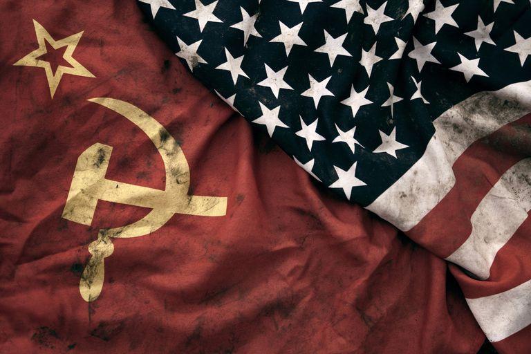 Banderas de la Unión Soviética y Estados Unidos
