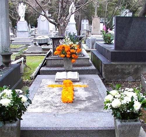 Una tumba adornada para el Día de los Muertos.