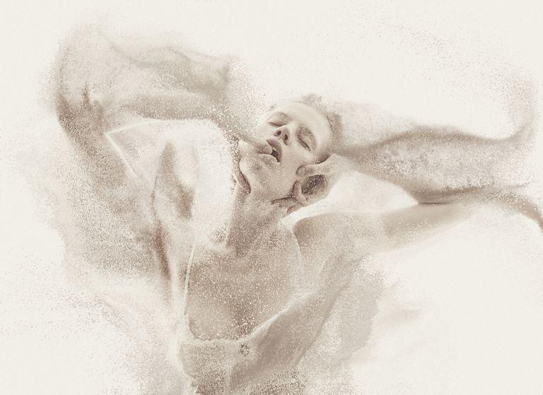 Mujer cubierta en azucar