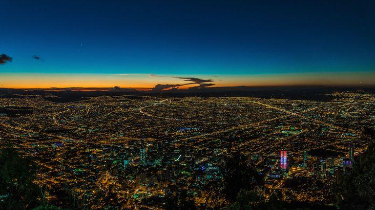 Vista nocturna de Bogotá