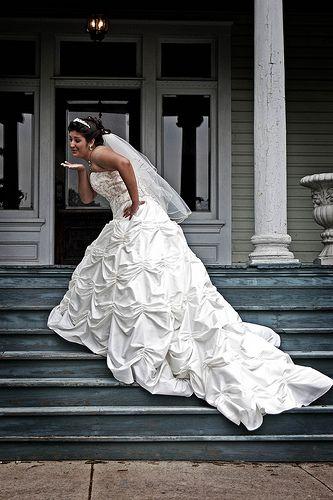 cc0c280d5 Los vestidos de novia con cauda tipo catedral son lujosos y elegantes