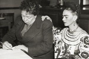 Diego y Frida solicitan una licencia de matrimonio