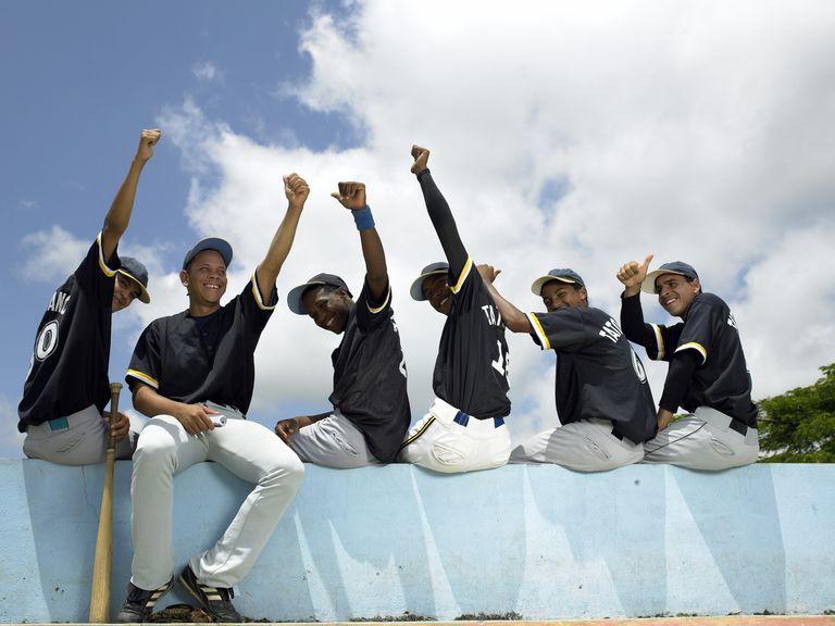 Retrato de jóvenes jugadores de béisbol