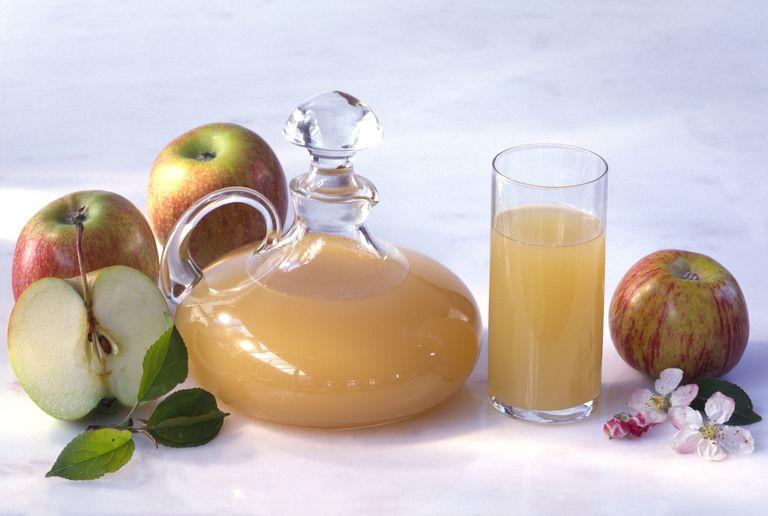 vinagre de manzana, manzanas y flor de la manzana