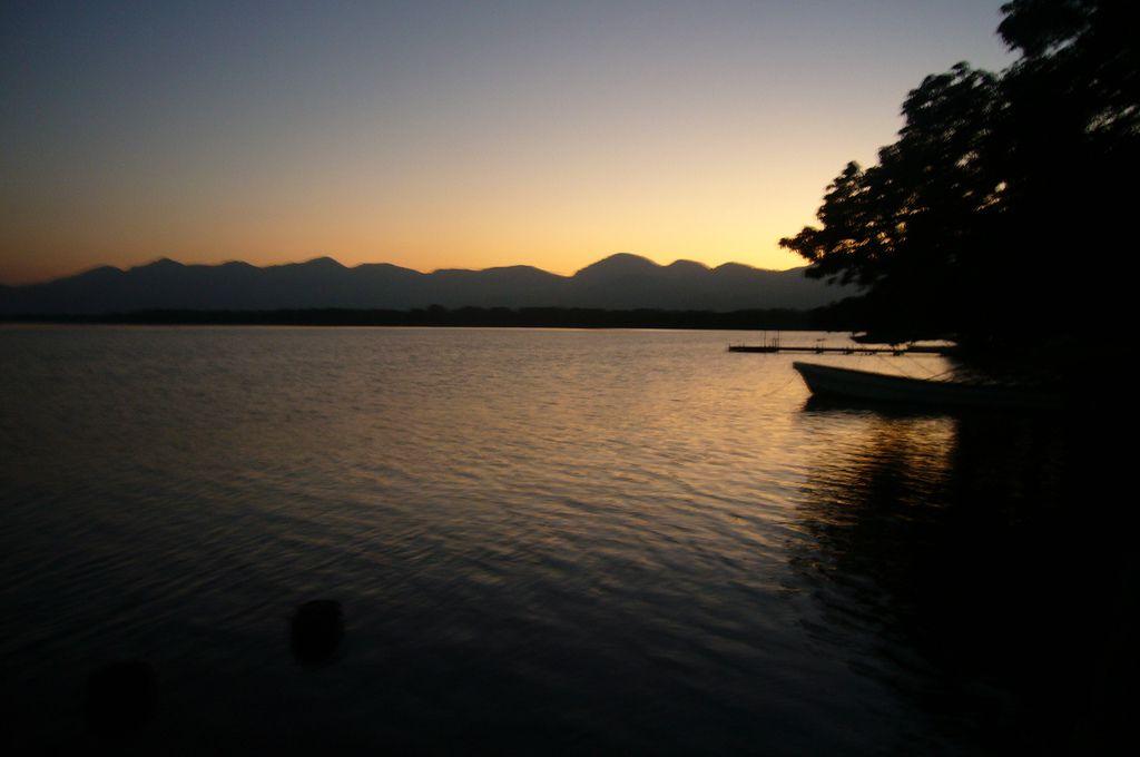 Laguna de Catemaco al atardecer