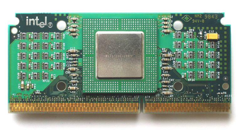 Intel Celeron Mendocino 300 MHz en cartucho SEPP.