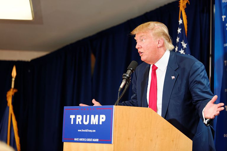 El millonario Donald Trump dando un discurso