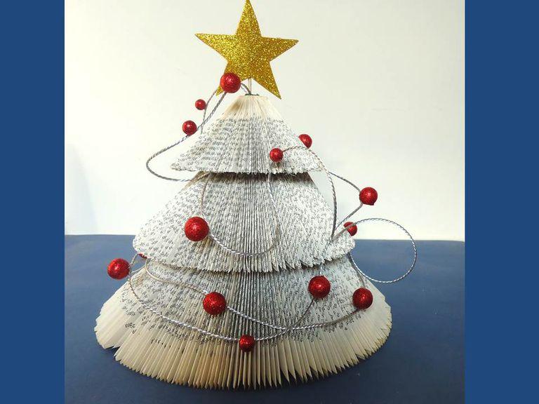 6e1dac01e75 arbol de Navidad con libro viejo