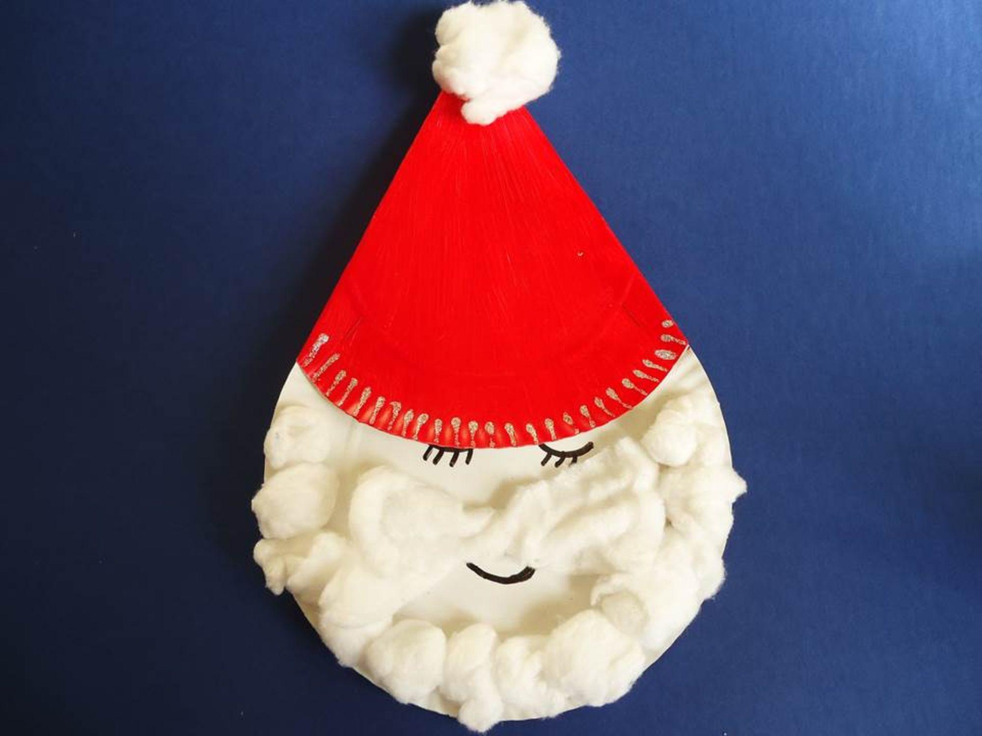 adornos navideños con platos desechables
