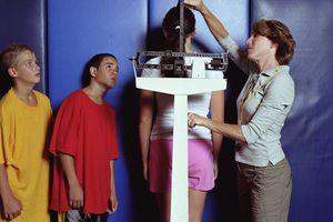 Midiendo y pesando estudiantes