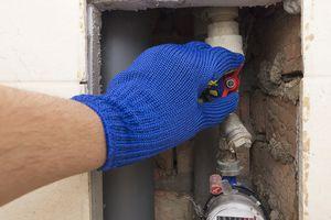Cerrar la válvula cerca del medidor de agua