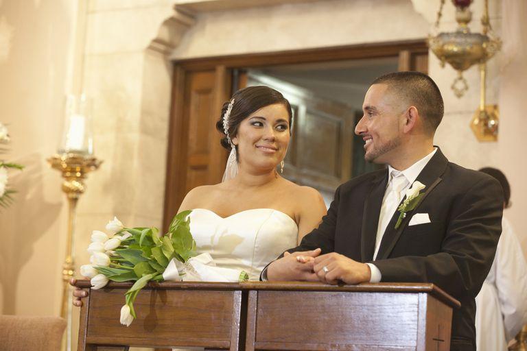 Rito de matrimonio en la ceremonia dematrimonio catolica.