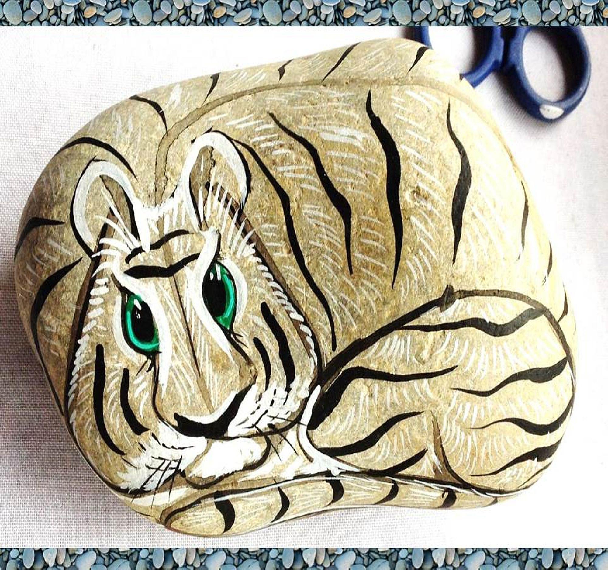 animales pintados en piedras tigre