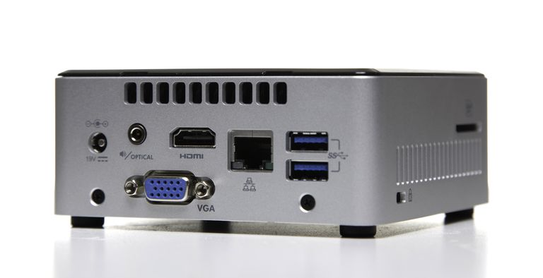 Parte posterior de la mini PC Intel Nuc