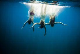 Chicas nadando