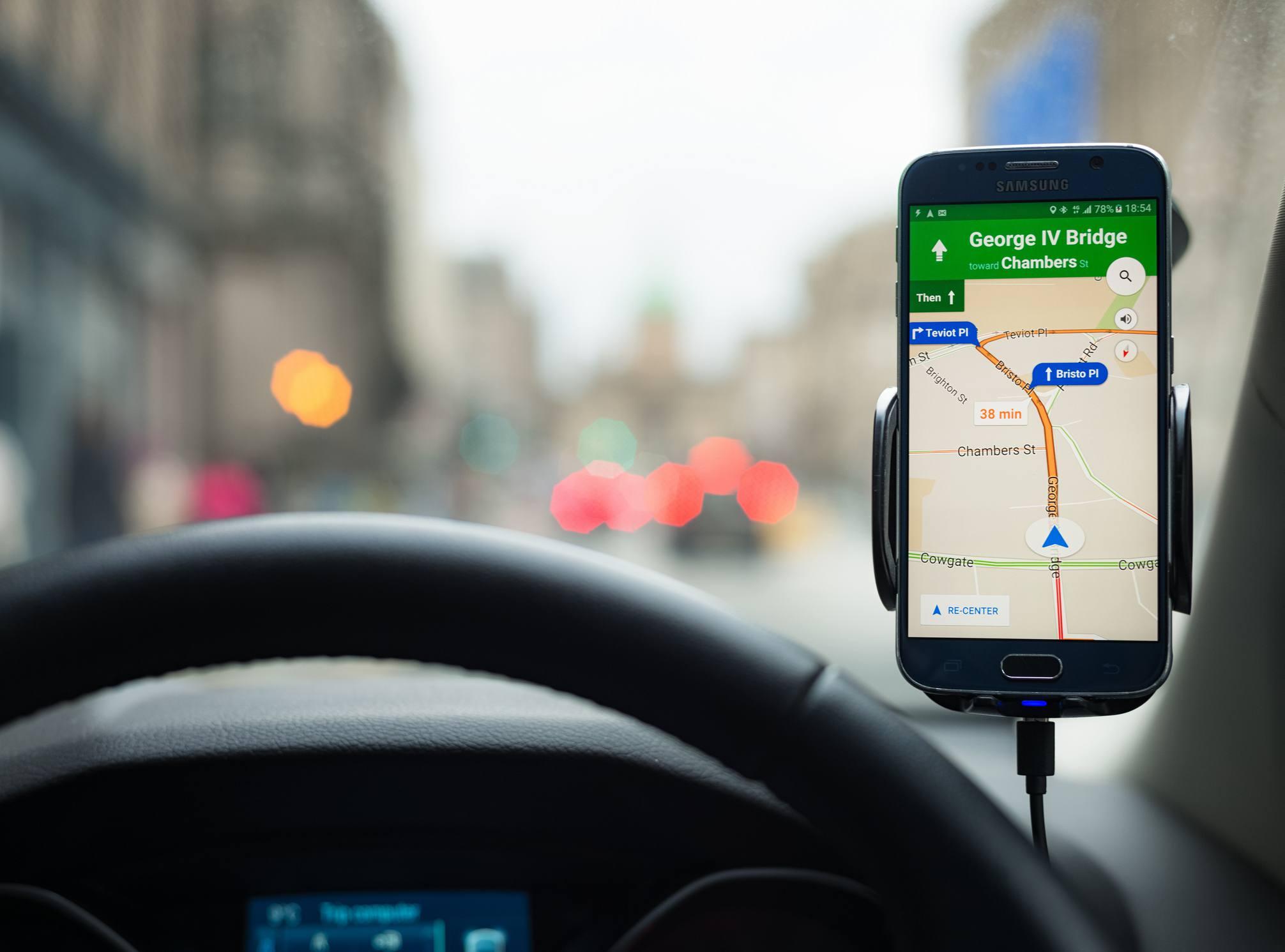 Navegación de Google Maps en un smartphone Samsung S6