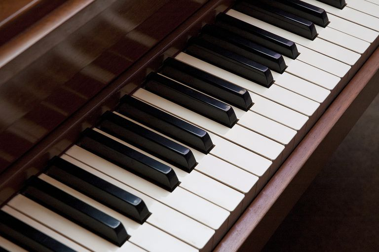 Piano marfil