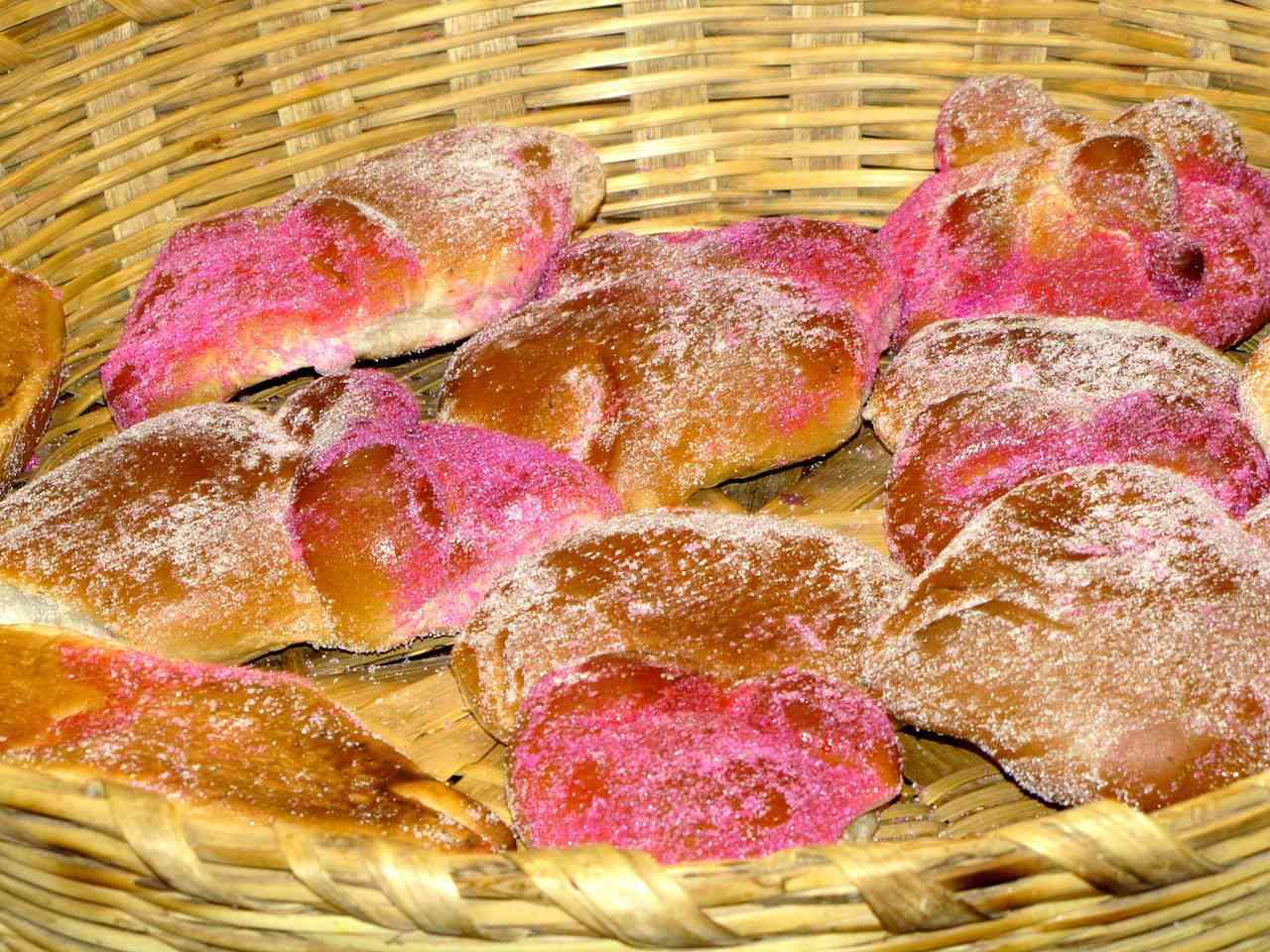 Pan de muerto rosa