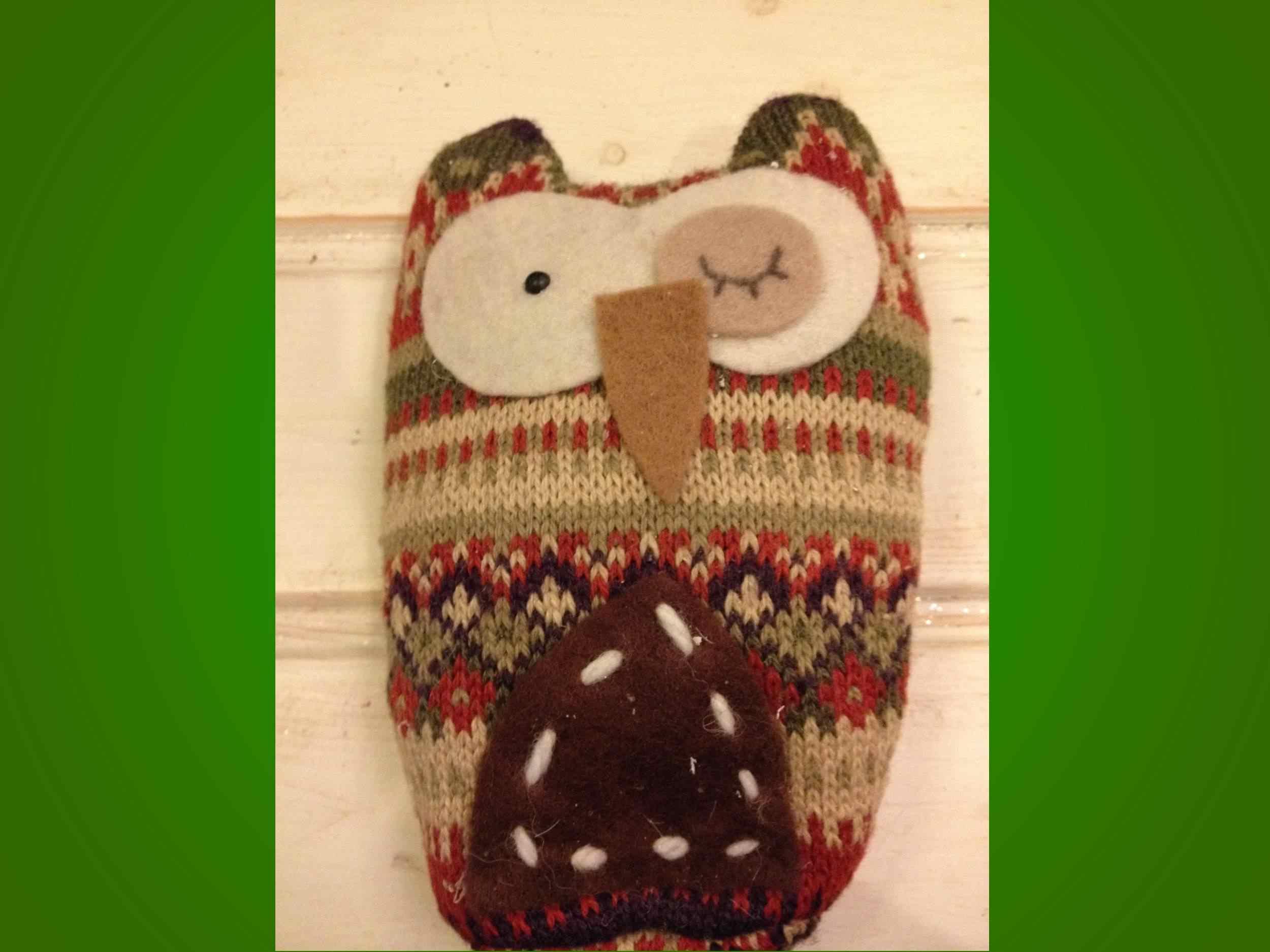 Búho con sweater reciclado